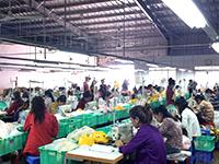 カンボジア工場内 作業風景